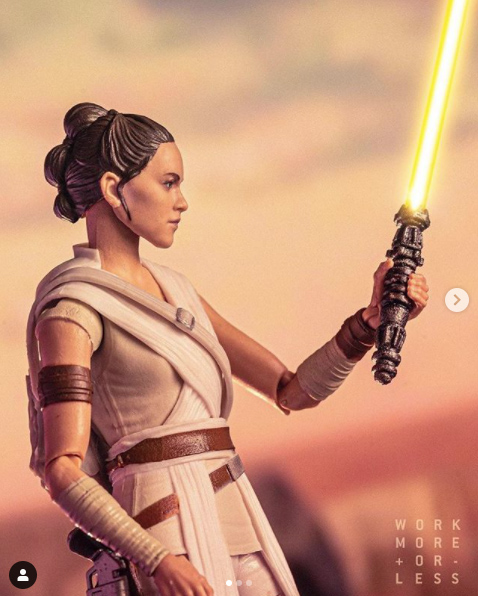 Rey with custom lightsaber. Credit: Jason Yang
